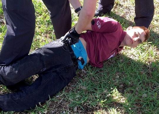 Mỹ: Xả súng trong trường học, 17 người chết - Ảnh 2.