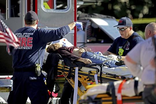 Mỹ: Xả súng trong trường học, 17 người chết - Ảnh 9.