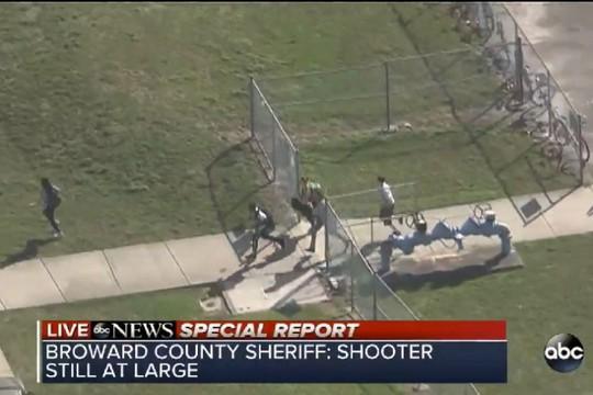 Mỹ: Xả súng trong trường học, 17 người chết - Ảnh 5.