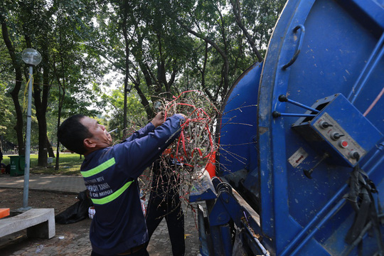 Hoa Tết dội chợ, chất như núi ở chợ hoa sỉ Đầm Sen, TP HCM - Ảnh 22.