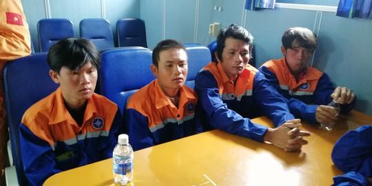 Tàu lật, 3 ngư dân mất tích, 1 người tử vong - Ảnh 4.