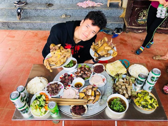 Chùm ảnh độc, lạ U23 Việt Nam chúc mừng năm mới - Ảnh 5.