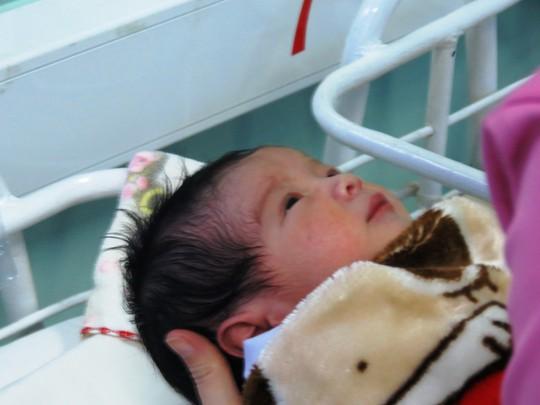 Ngắm bé trai chào đời đúng giao thừa nặng 3,8kg - Ảnh 8.