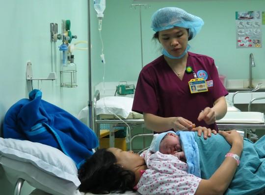 Ngắm bé trai chào đời đúng giao thừa nặng 3,8kg - Ảnh 11.