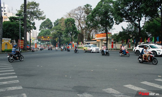 Không ồn ào vội vã, Sài Gòn - Hà Nội được trả lại vẻ yên bình trong ngày mùng 1 Tết - Ảnh 2.