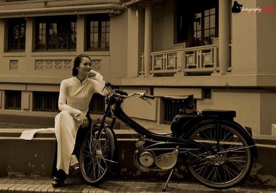 Người đẹp Hà thành thướt tha bên xe máy cổ Mobylette - Ảnh 4.