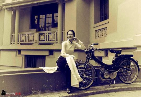 Người đẹp Hà thành thướt tha bên xe máy cổ Mobylette - Ảnh 5.