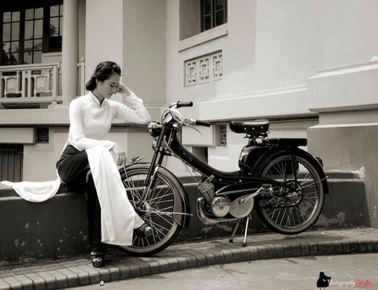 Người đẹp Hà thành thướt tha bên xe máy cổ Mobylette - Ảnh 6.