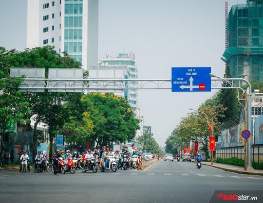 Không ồn ào vội vã, Sài Gòn - Hà Nội được trả lại vẻ yên bình trong ngày mùng 1 Tết - Ảnh 8.