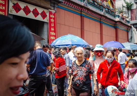 Không ồn ào vội vã, Sài Gòn - Hà Nội được trả lại vẻ yên bình trong ngày mùng 1 Tết - Ảnh 10.