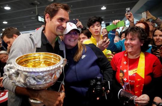 Phẫu thuật đầu gối, Federer nghỉ thi đấu hết năm 2020 - Ảnh 2.