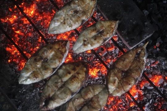 Thơm ngon đặc sản cá thu nướng Cửa Lò - Ảnh 3.