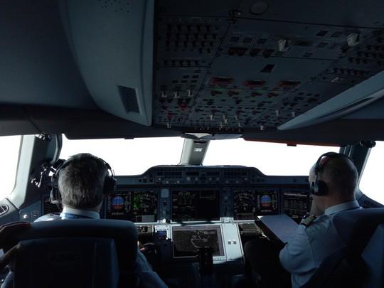 Xem siêu máy bay A350 XWB-1000 trình diễn ở Hà Nội - Ảnh 3.