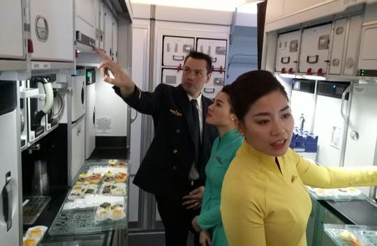 Xem siêu máy bay A350 XWB-1000 trình diễn ở Hà Nội - Ảnh 4.