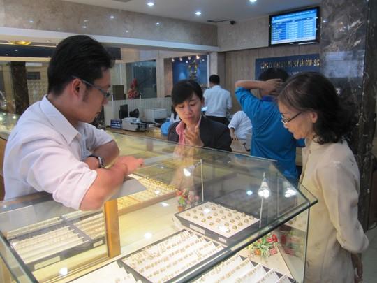 Giá vàng SJC tăng vọt sau kỳ nghỉ Tết - Ảnh 1.