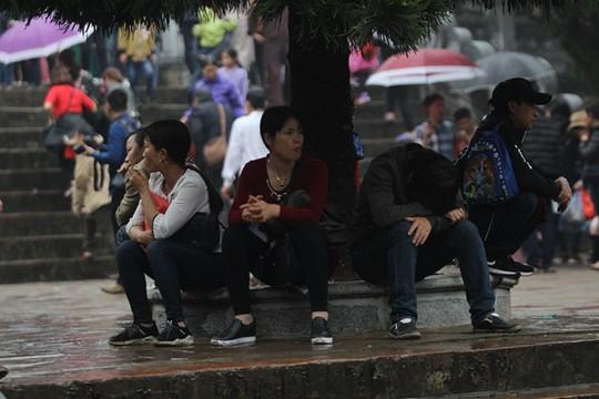 Hàng nghìn người xuyên đêm trẩy hội chùa Hương - Ảnh 13.