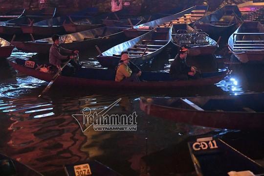 Hàng nghìn người xuyên đêm trẩy hội chùa Hương - Ảnh 17.