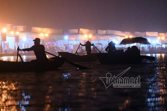 Hàng nghìn người xuyên đêm trẩy hội chùa Hương - Ảnh 21.