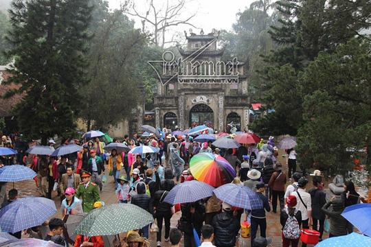 Hàng nghìn người xuyên đêm trẩy hội chùa Hương - Ảnh 22.