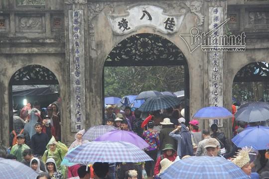 Hàng nghìn người xuyên đêm trẩy hội chùa Hương - Ảnh 23.