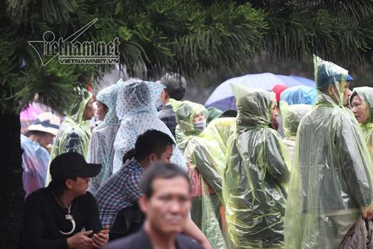Hàng nghìn người xuyên đêm trẩy hội chùa Hương - Ảnh 24.