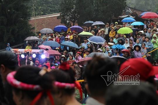 Hàng nghìn người xuyên đêm trẩy hội chùa Hương - Ảnh 25.