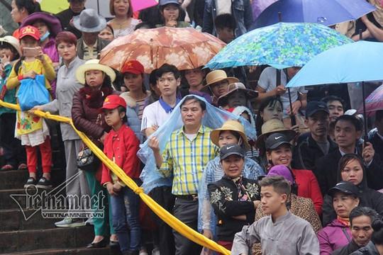 Hàng nghìn người xuyên đêm trẩy hội chùa Hương - Ảnh 26.
