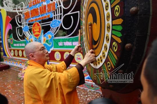 Hàng nghìn người xuyên đêm trẩy hội chùa Hương - Ảnh 27.