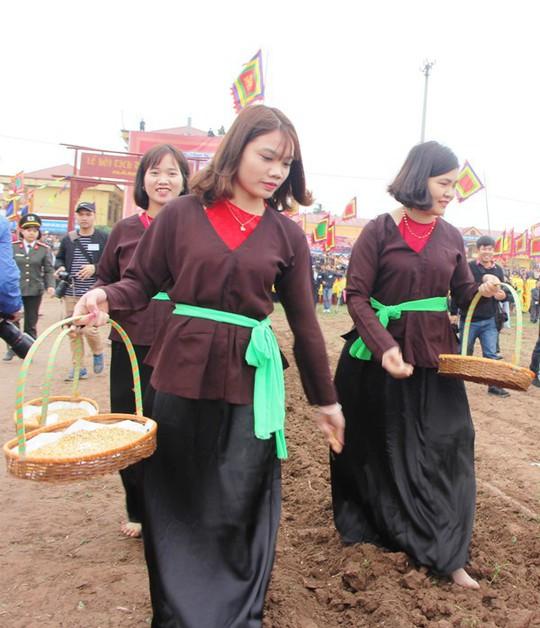 3 trâu đoạt giải trang trí vinh dự cày ruộng trong lễ hội Tịch Điền - Ảnh 5.