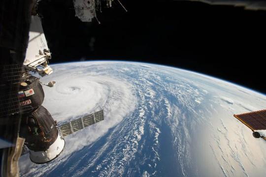 Bức ảnh chụp bão Noru trên Thái Bình Dương (gần Nhật Bản) từ Trạm Không gian Quốc tế (ISS) vào tháng 8-2017 Ảnh: NASA