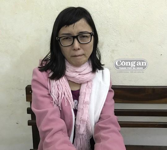 Camera lột trần cô gái khoái lượn lờ quán xá ở Đà Nẵng - Ảnh 1.