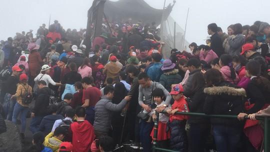 Khai hội Yên Tử, 60.000 lượt người hành hương - Ảnh 1.