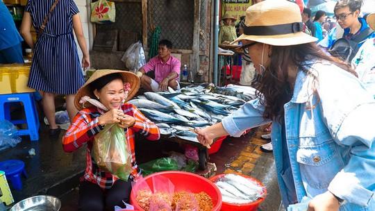 Du khách chen nhau mua hải sản tươi tại phố biển Vũng Tàu - Ảnh 10.