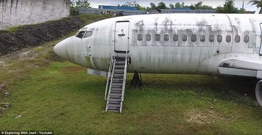 Chiếc máy bay bí ẩn hiện hình trên đảo Bali - Ảnh 2.