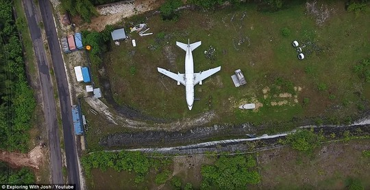 Chiếc máy bay bí ẩn hiện hình trên đảo Bali - Ảnh 3.