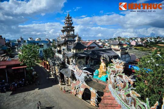 Khám phá ngôi chùa ve chai nổi tiếng ở Đà Lạt - Ảnh 1.