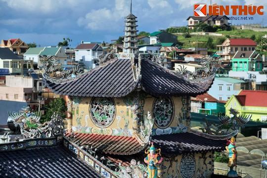 Khám phá ngôi chùa ve chai nổi tiếng ở Đà Lạt - Ảnh 2.