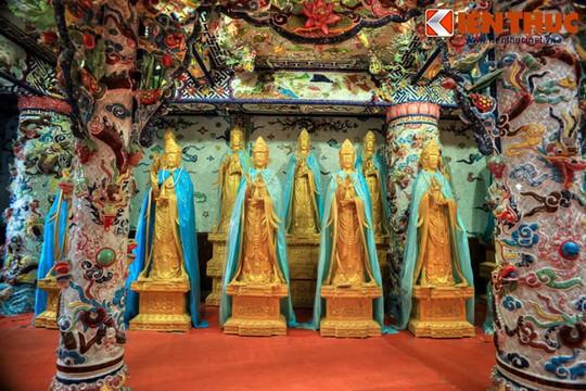 Khám phá ngôi chùa ve chai nổi tiếng ở Đà Lạt - Ảnh 11.