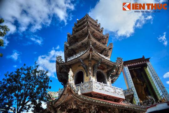 Khám phá ngôi chùa ve chai nổi tiếng ở Đà Lạt - Ảnh 12.