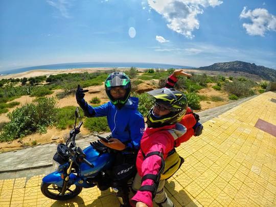 Ghen tỵ với chuyến phượt xuyên Việt bằng xe máy của cặp đôi Hà thành - Ảnh 1.