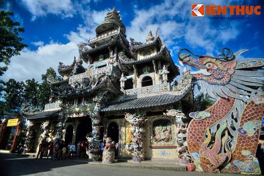 Khám phá ngôi chùa ve chai nổi tiếng ở Đà Lạt - Ảnh 4.