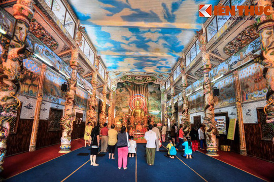 Khám phá ngôi chùa ve chai nổi tiếng ở Đà Lạt - Ảnh 5.