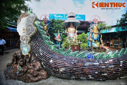 Khám phá ngôi chùa ve chai nổi tiếng ở Đà Lạt - Ảnh 6.