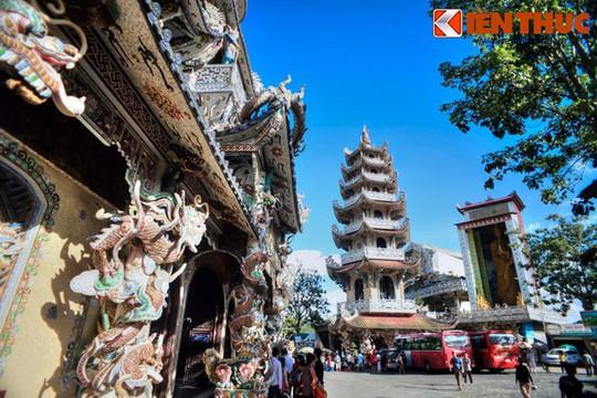 Khám phá ngôi chùa ve chai nổi tiếng ở Đà Lạt - Ảnh 7.