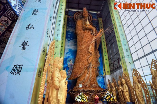 Khám phá ngôi chùa ve chai nổi tiếng ở Đà Lạt - Ảnh 10.