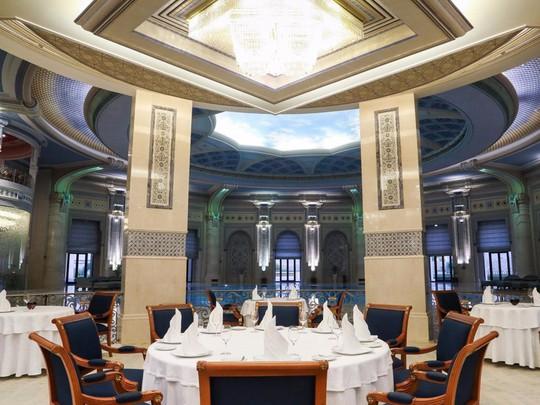 Bên trong khách sạn giam giữ hoàng thân Ả-rập 2 tháng - Ảnh 13.
