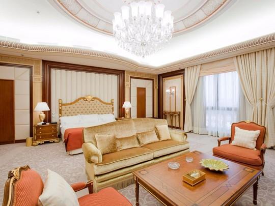 Bên trong khách sạn giam giữ hoàng thân Ả-rập 2 tháng - Ảnh 4.