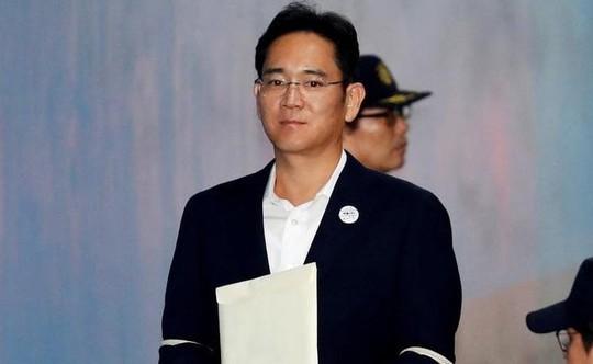 Thái tử Samsung bất ngờ được trả tự do - Ảnh 1.