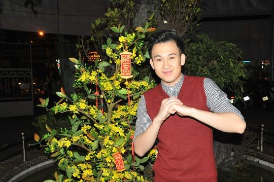 Danh hài Hoài Linh nhớ về Tết tha hương - Ảnh 3.
