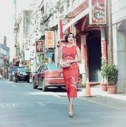Hoa hậu Hồng Tươi xinh đẹp bên Nam vương Nguyễn Hải Quân - Ảnh 2.